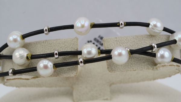 Leather Bracelet with Freshwater Pearls